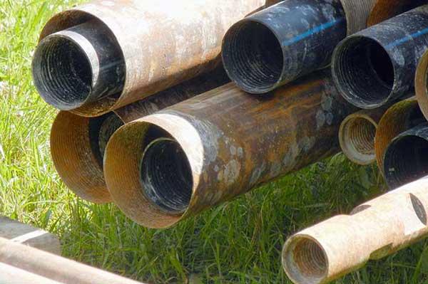 Обсадка скважин. Что выбрать: стальные или пластиковые трубы
